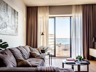 Современные апартаменты у моря: Гостиная в . Автор – Dinastia Designs