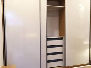 Modern dressing room by KTAA HOUSE Modern