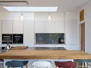 Newbridge Hill Minimalist kitchen by Hetreed Ross Architects Minimalist