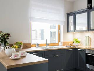 Klaszycznie czy nowocześnie: styl , w kategorii Kuchnia zaprojektowany przez Pracownie Wnętrz Kodo