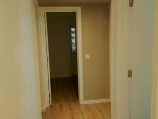 C evolutio Lda 現代風玄關、走廊與階梯 Beige