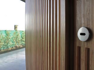 Industrial style doors by En bruto Industrial