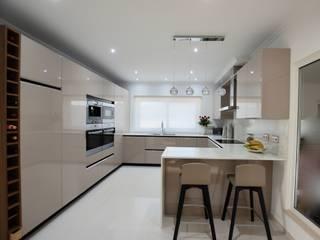 Cozinha Cozinhas modernas por Traços Intemporais Lda. Moderno