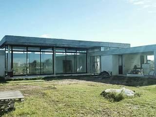 Casa en barrio privado Costaverde, Junin. de TORRETTA KESSLER Arquitectos Moderno