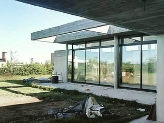 Casa en barrio privado Costaverde, Junin. Casas modernas: Ideas, imágenes y decoración de TORRETTA KESSLER Arquitectos Moderno