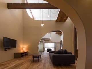 リビング全景: 一級建築士事務所 SAKAKI Atelierが手掛けたリビングです。
