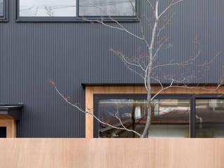 外観: 一級建築士事務所 SAKAKI Atelierが手掛けた樹脂サッシです。