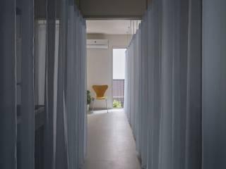 Dias#201: 山本嘉寛建蓄設計事務所 YYAAが手掛けた廊下 & 玄関です。