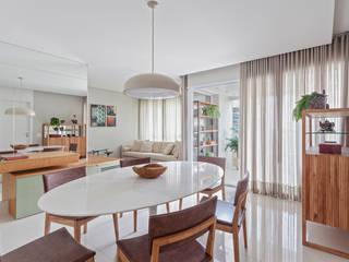 Apartamento .CM Salas de jantar modernas por Amis Arquitetura e Decoração Moderno