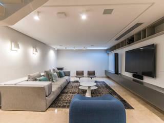 Sala de entretenimiento Salas multimedia de estilo ecléctico de Design Group Latinamerica Ecléctico