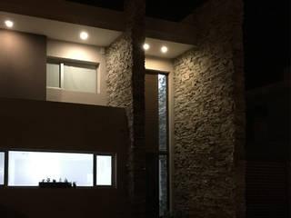 Casa en San Benito: Casas de estilo  por Estudio Enlace