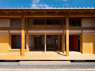 軒とデッキ: 工作舎が手掛けた家です。