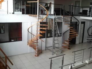 Escalera caracol modelo OSAKA de HELIKA Scale Minimalista