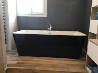 Suite parentale Salle de bain moderne par Harmonie&Design Moderne
