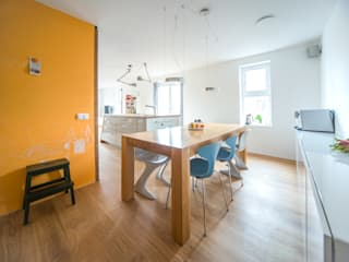 Complete make-over woonkamer en keuken Modern Dining Room by B1 architectuur Modern