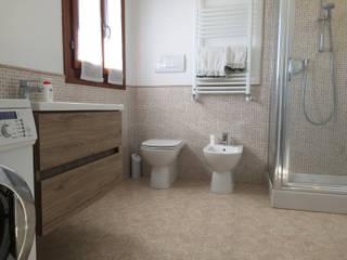 Privato Febe bagno - dopo: Bagno in stile in stile Moderno di Tratto Sottile