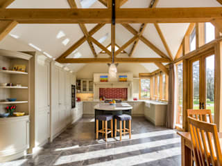 Spacious kitchen in Hertfordshire:  Built-in kitchens by John Ladbury and Company