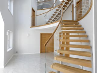 Painted Twin Stringer Stair with Glass Balustrade Bisca Staircases Escaleras Madera Acabado en madera