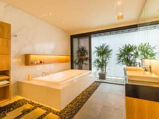 Masterbath Modern bathroom by MJ Kanny Architect Modern