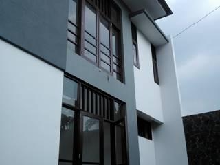 by Kahuripan Architect Сучасний