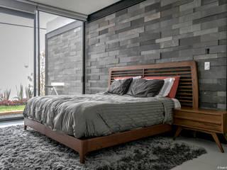 PROYECTO V-17: Recámaras de estilo minimalista por ARQDUO