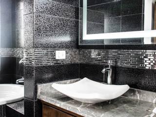 Baños de estilo minimalista por ARQDUO