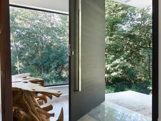 モダンな 家 の Maria Luiza Aceituno arquitetos モダン