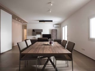 Modern dining room by Progettolegno srl Modern