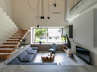 Casa Dante: Soggiorno in stile in stile Moderno di Arch. Francesco FEDELE