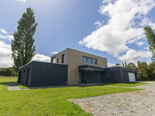 Dom wakacyjny w Puerto Varas: styl , w kategorii Ściany zaprojektowany przez BOOM studio