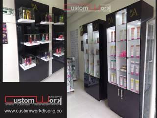 Diseño y Montaje - Interior- Comercial : Espacios comerciales de estilo  por CUSTOM WORK DISEÑO , Moderno