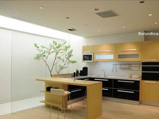 в современный. Автор – YALIG Kitchen Cabinet, Модерн