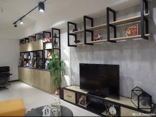 電視牆:  商業空間 by 龐比度空間規劃