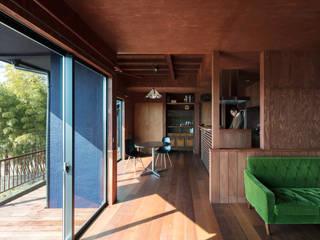 Living room by SQOOL一級建築士事務所