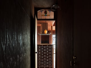 Corridor & hallway by SQOOL一級建築士事務所
