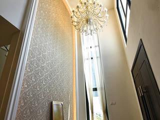 經典風格的走廊,走廊和樓梯 根據 Hatch Interior Studio Sdn Bhd 古典風