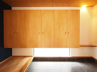 渦の社 オリジナルスタイルの 玄関&廊下&階段 の SQOOL一級建築士事務所 オリジナル