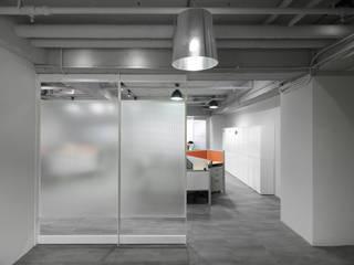 de 湜湜空間設計 Minimalista