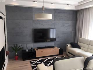Nowoczesny salon z wykorzystaniem płyt z betonu architektonicznego Nowoczesny salon od Luxum Nowoczesny