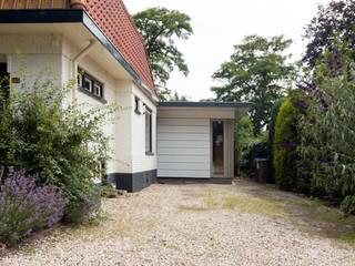 entreezijde: moderne Huizen door STAAG architecten