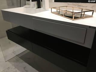 Umywalka na wymiar z minimalistycznej łazience Minimalistyczna łazienka od Luxum Minimalistyczny