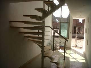 Escalera recta en U modelo MILAN de HELIKA Scale Moderno