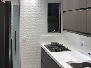 Aline Dinis Arquitetura de Interiores Cucina minimalista Legno Grigio