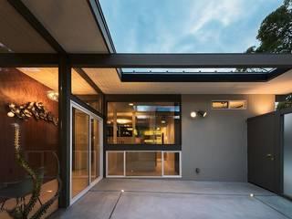 A home モダンスタイルの 玄関&廊下&階段 の Ju Design 建築設計室 モダン