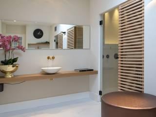Cleopatra sauna in klassieke badkamer:  Badkamer door Cleopatra BV