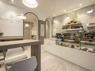Cafetería/Pastelería La Dolce Vita Bares y clubs de estilo clásico de Arkin Clásico
