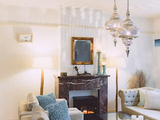 Ibiza Chic In Amsterdamse Portiek Woning.:  Woonkamer door Whitehouse decorations