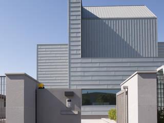 VISTA DALL'INGRESSO: Case in stile in stile Industriale di Studio Associato Sezione d'Architettura