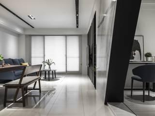 Livings modernos: Ideas, imágenes y decoración de 橡樹設計Oak Design Moderno