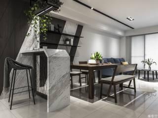 高雄 郭宅:  客廳 by 橡樹設計Oak Design